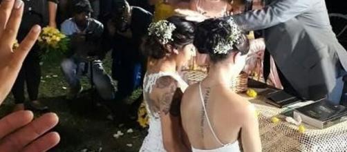 Karina Barros, de 20 anos, havia pedido a amada em casamento em janeiro de 2017. Cerimônia ocorreu no sábado (28/4)