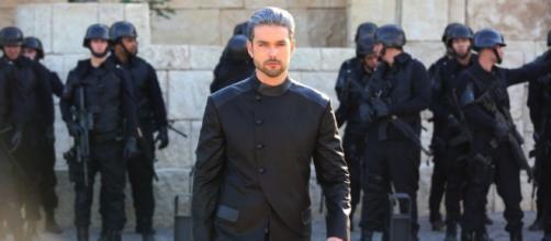 Ricardo Montana destrói Jerusalém e mata Elias e Moisés em Apocalipse (Foto: Record TV)