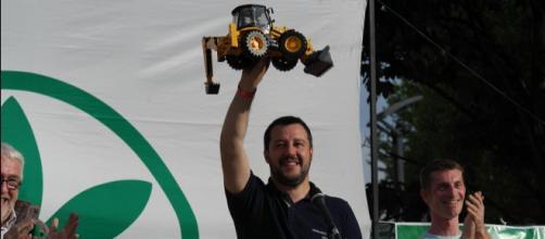 Salvini pronto ad andare a governare con la ruspa