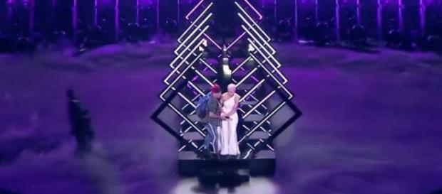 Eurovisión 2018: un espontáneo roba el micro a la cantante de ... - elconfidencial.com
