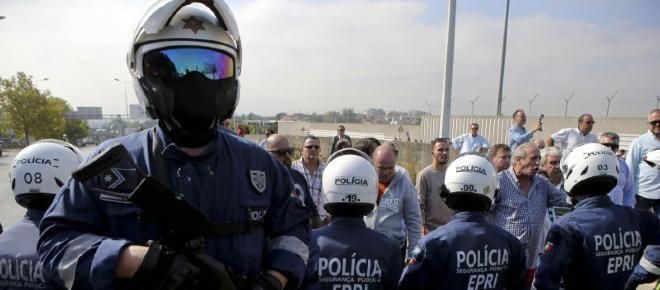 Três agentes da PSP agredidos e ameaçados com arma de fogo em Faro