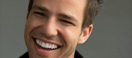 Singer and songwriter Todd Carey is kicking off his 'Sail Into Summer Tour' this summer. / Image via Liz Skollar PR, used with permission.