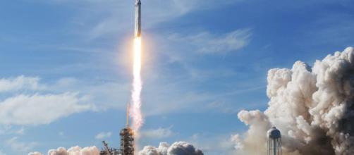 El SpaceX Falcon Heavy se lanza desde el Pad 39A en el Centro Espacial Kennedy en Florida, el 6 de febrero de 2018.