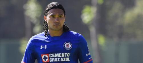 Gullit Peña vuelve a ser noticia por 'six' de cervezas - Futbol Total - com.mx