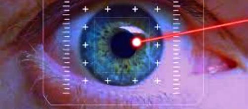 Innovación en lentes de contacto disparan rayos láser