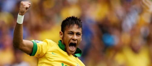 Neymar é um dos poucos grandes craques que marcaram gol em sua estreia pela equipe principal da Seleção Brasileira.