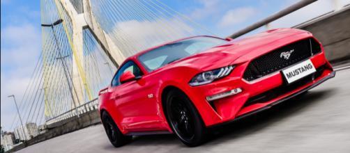 O Mustang vendido no Brasil é o mais caro de todo o mundo: em Portugal, por exemplo, ele custa 5,5 vezes menos do que aqui