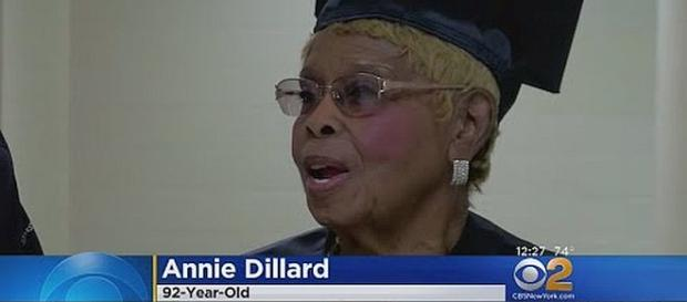 92-year-old Annie Dillard gets third degree from college [Image: CBS New York/YouTube screenshot]