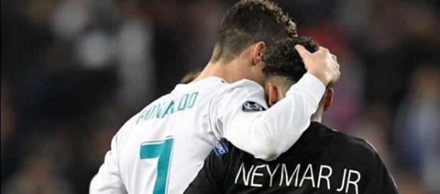 Cristiano Ronaldo e Neymar estão de costas voltadas