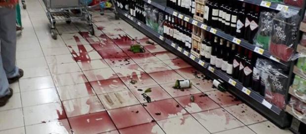 Danni, supermercato Mayotte: https://www.emsc-csem.org/Earthquake/Gallery/?id=666262