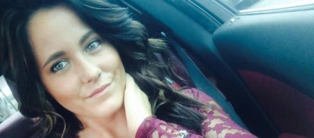 Jenelle Evans takes a selfie. [Photo via Facebook]