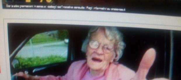 Nonnina francese al volante semina il panico con la sua folle velocità