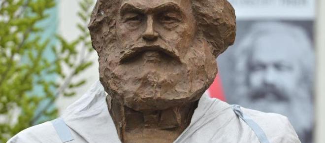Trier: Feuer an der Karl-Marx-Statue