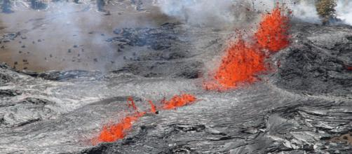 Aerial view of lava fountains at a fissure eruption of Kilauea volcano in Hawaii (Image credit – Jay Robinson, Wikimedia Commons)