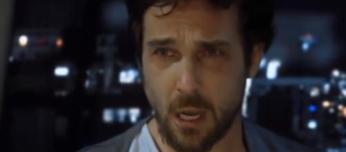 Benjamin é torturado por Ricardo Montana na novela Apocalipse (Foto: Record TV)