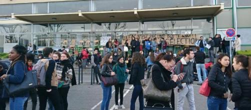 Blocage de l'université d'Arcueil : des étudiants ne peuvent pas passer leurs partiels - francetvinfo.fr