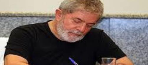 Ex-presidente Lula escreve mensagem com conteúdo decisivo à senadora do PT