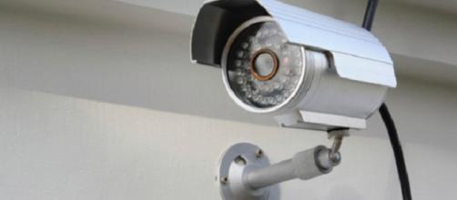 Installa una telecamera e lo Stato lo multa
