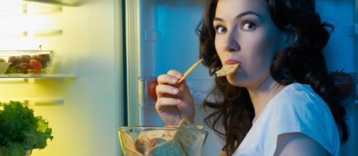 O que comer antes de dormir para não engordar