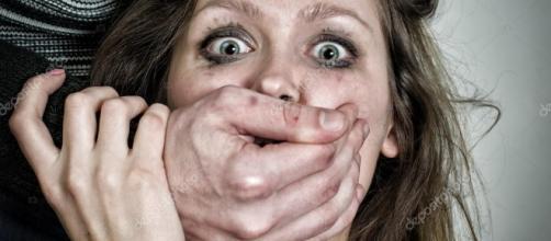 Retrato de mujer asustada con lágrimas. concepto de violencia ... - depositphotos.com