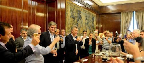 Tras la operación, Macri apareció en un brindis en la Casa Rosada - clarin.com