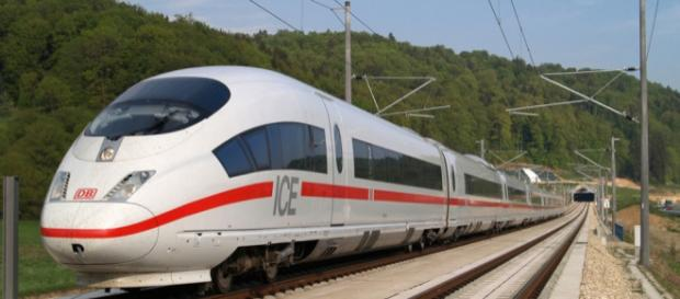 ICE – travel on board DB's high-speed train - bahn.com