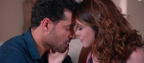 Cecília e Gustavo reatam nos últimos capítulos de Carinha de Anjo (Foto: SBT)