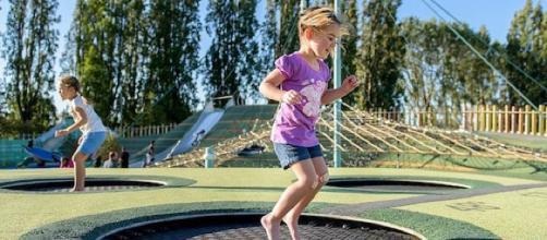 Cómo evitar que sus hijos tengan que ir a emergencias este verano - healthday.com