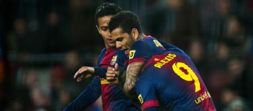 Daniel Alves and Thiago Alcantara Photos Photos - FC Barcelona v ... - zimbio.com