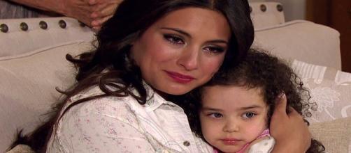 Maricruz sofre ao saber que Simone está grávida de Otávio em Coração Indomável (Foto: Televisa)