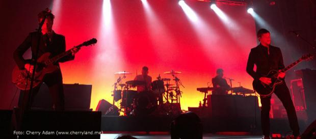 "Interpol en Barcelona, España, durante la gira aniversario de ""Turn On The Bright Lights""."