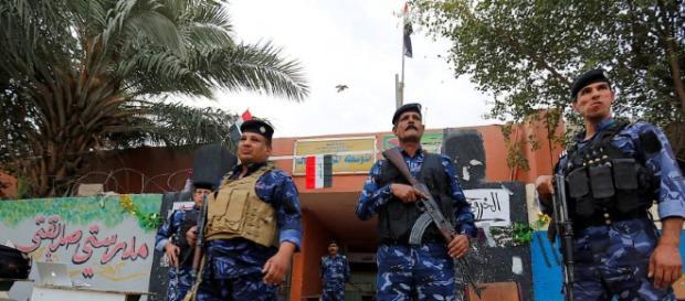 Irakische Sicherheitskräfte bewachen ein Wahllokal in Bagdad [ Quelle - Faz - Reuters ]