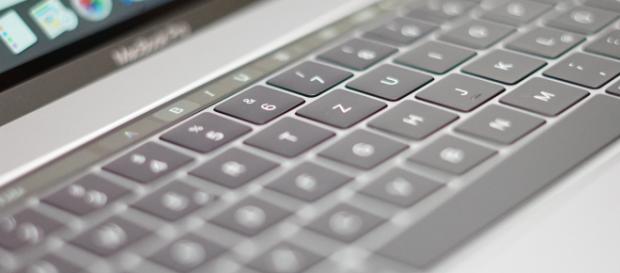 Problemele tastaturilor dezvoltate pentru Apple MacBook stârnesc procese