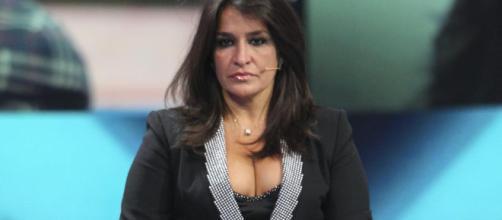 Aida Nizar: fuori un po' di seno a Domenica Live