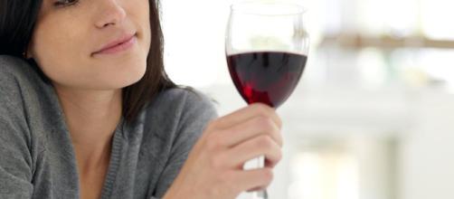 Beber medio vaso de vino al día aumenta el riesgo de sufrir cáncer ... - com.mx