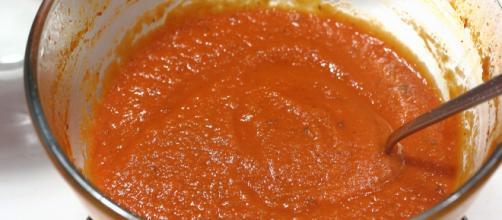 Salsa de tomate rápida y casera, receta para microondas - elespanol.com