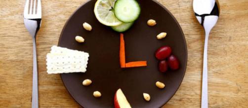 ¿Te haz preguntado alguna vez por qué los españoles comemos tan tarde?