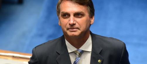 Bolsonaro lidera corrida presidencial em eleições sem Lula.
