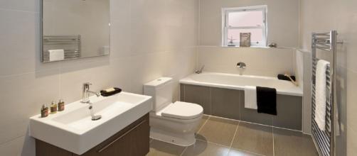 Modern Family Bathroom - white / grey - large bathroom tiles, tub ... - pinterest.es