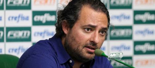 O diretor de Futebol do Palmeiras, Alexandre Mattos, é o responsável pelas negociações