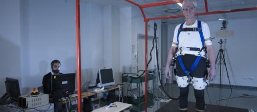 Un exoesqueleto que evita las caídas | Ciencia Home | EL MUNDO - elmundo.es