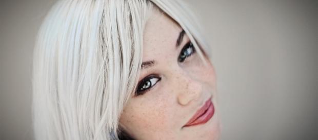 Perchè abbiamo i capelli bianchi? - capellistyle.it