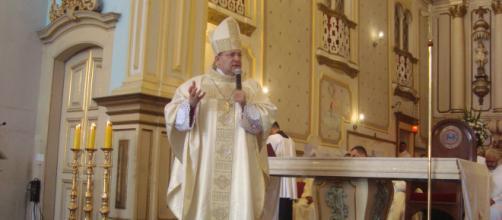Dom Edmilson celebrando na Catedral de Guarulhos. (L.O)