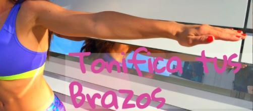 Ejercicios para Tonificar Los Brazos Flácidos (Beverly Hills ... - youtube.com