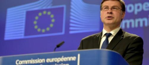 Il vice presidente della Commissione Europea, Valdis Dombrovskis, detta le condizioni a M5S e Lega