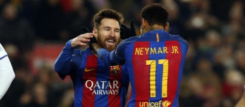 La complicità tra Messi e Neymar.