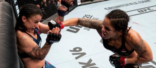 Nunes fue muy superior a Pennington en toda la pelea. UFC.com.