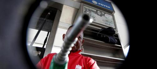 Petrolio e carburanti di nuovo in salita