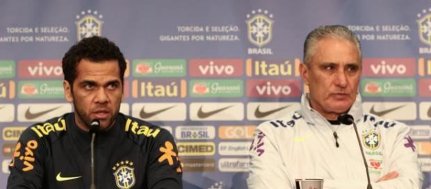 Daniel Alves é um dos que não irá à Copa