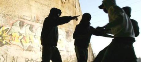 Terrore a Pomigliano, baby gang insegue e aggredisce un gruppo di ragazzi